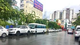 Nạn tùy tiện đậu xe dưới lòng đường