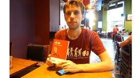 """Dịch giả Ondra Slowik: Những tác phẩm như """"Số đỏ"""" khiến độc giả Czech thú vị"""