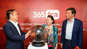 Chủ tịch Quốc hội Nguyễn Thị Kim Ngân chính thức bấm nút khai trương chương trình phát thanh liên kết