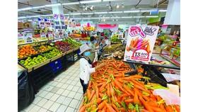 Thị trường hàng hóa tại TPHCM: Trái với tin đồn, hàng đầy ắp siêu thị