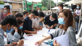 Rất đông tình nguyện viên đăng ký hiến máu