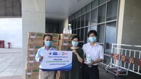On1 trao tặng hơn 2000 lít dung dịch rửa tay các loại đến Đà Nẵng, Quảng Nam và Quảng Ngãi