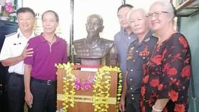 Trao tặng bức tượng đồng cố Đại tá phi công, Anh hùng lực lượng vũ trang nhân dân Nguyễn Văn Bảy