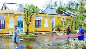 Trường Tiểu học xã Phú Thuận, huyện Phú Vang,  tỉnh Thừa Thiên-Huế bị tốc mái hoàn toàn. Ảnh: VĂN THẮNG