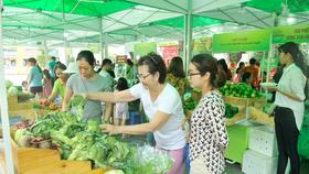 Ký kết 26 biên bản, hợp đồng cung ứng và tiêu thụ hàng nông sản