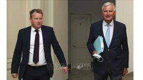 Trưởng đoàn đàm phán thương mại hậu Brexit của EU Michel Barnier (phải) và người đồng cấp Anh David Frost (trái) tại vòng đàm phán ở Brussels, Bỉ ngày 21-8-2020