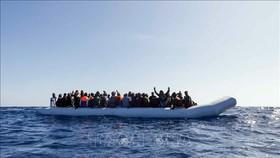 Người di cư trên Địa Trung Hải. Ảnh tư liệu: AFP/TTXVN