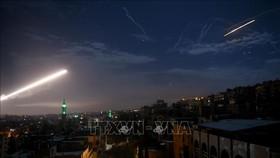 Hệ thống phòng thủ tên lửa của Syria đáp trả một vụ phóng tên lửa ở thủ đô Damascus. Ảnh: THX/TTXVN