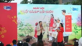 Đại diện nhãn hàng chia sẻ thông điệp cùng MC Quỳnh Hương