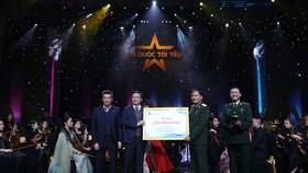 """PVN-PV GAS ủng hộ 3 tỷ đồng cho """"Quỹ đền ơn đáp nghĩa"""" của Bộ Quốc phòng tại Live concert """"Tổ quốc tôi yêu"""""""