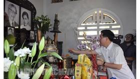Đồng chí Võ Văn Thưởng dâng hương tưởng nhớ cố Thủ tướng Chính phủ Võ Văn Kiệt. Ảnh: hcmcpv.org.vn