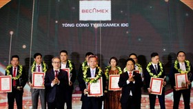 Đại diện Tổng Công ty Becamex IDC tại lễ tôn vinh