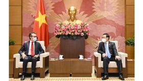 Chủ tịch Quốc hội Vương Đình Huệ tiếp Đại sứ Giorgio Aliberti. Ảnh: QUOCHOI.VN