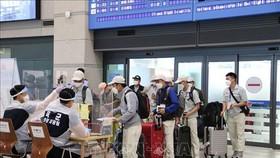 Lao động Việt Nam làm thủ tục nhập cảnh tại sân bay Incheon, Hàn Quốc. Ảnh: TTXVN