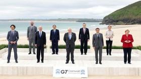 Nguyên thủ các nước G7 cùng Chủ tịch Hội đồng châu Âu và Chủ tịch Ủy ban châu Âu chụp ảnh chung tại Hội nghị thượng đỉnh G7 ở vịnh Carbis, Cornwall, Anh ngày 11-6-2021. Ảnh: THX/TTXVN