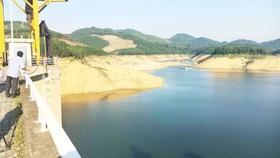 Mức nước hồ thủy điện xuống thấp