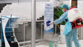 Không phun khử khuẩn lên nhân viên y tế và người bệnh
