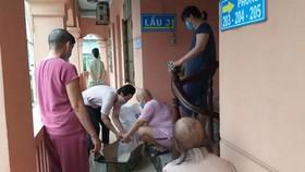 Đùm bọc bệnh nhân nghèo vượt qua đại dịch