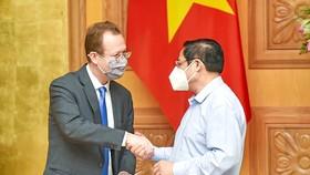 Thủ tướng  Phạm Minh Chính  tiếp ông Christopher Klein,  Đại biện lâm thời  Đại sứ quán  Hoa Kỳ. Ảnh: VIẾT CHUNG