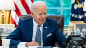 Tổng thống Biden trong cuộc điện đàm với người đồng cấp Pháp hôm 22-9. Ảnh: REUTERS