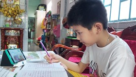 Quảng Bình: Tặng 1.000 điện thoại kết nối 4G cho học sinh