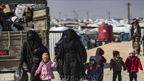 Phụ nữ và trẻ em Syria tại trại tị nạn al-Hol ở tỉnh Hasakeh, miền Đông Bắc Syria. Ảnh: TTXVN