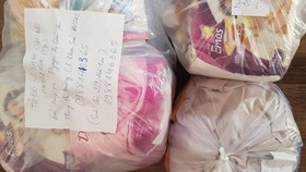 Túi đồ sơ sinh được soạn sẵn để gửi đến các sản phụ. Ảnh: VOV