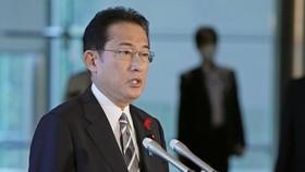 Tân Thủ tướng Nhật Bản Fumio Kishida phát biểu với báo giới tại Tokyo ngày 14-10. Ảnh: KYODO