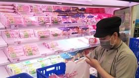 Hàng bình ổn tại các siêu thị luôn sẵn sàng phục vụ người tiêu dùng