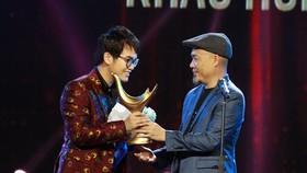 Hạng mục Nhà sản xuất của năm thuộc về nhạc sĩ Khắc Hưng. Ảnh: TTXVN.