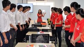 Sinh viên đang học văn hóa giao tiếp tại Trung tâm LKIC