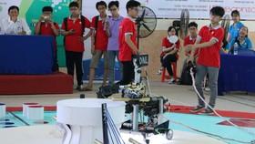 Biểu diễn robot lấy dùi và đánh trống