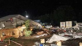 Hiện trường vụ tai nạn sập lều khu cắm trại ở Sankt Johann am Walde. Ảnh: TTXVN