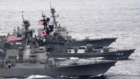 Tàu chiến Mỹ và Nhật Bản tập trận trên biển