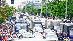 Ùn tắc giao thông cửa ngõ TPHCM: Vẫn loay hoay khắc phục