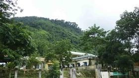 Núi nứt dài 100m, rộng 150m đe dọa trường học và nhà dân