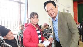 Ông Đào Hồng Tuyển mua 3 triệu khẩu trang tặng người dân