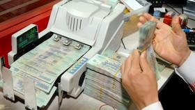 Nhà băng buộc giảm lợi nhuận