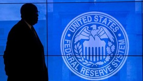 Fed buộc giảm lãi suất vì COVID-19 lan rộng