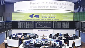 Chống đại dịch Covid-19: Mỹ, EU cùng tung gói tài chính khủng