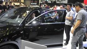 Nhập khẩu ô tô giảm trên 40%