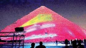 Đại Kim tự tháp thắp sáng tình đoàn kết