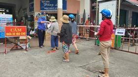 Đà Nẵng: Ngày đầu đi chợ bằng thẻ theo ngày chẵn lẻ