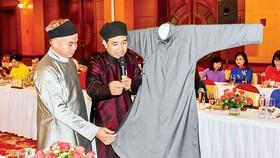 Nâng tầm áo dài Huế
