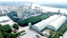 Nhà máy xi măng Hà Tiên tại quận 9, TPHCM. Ảnh: CAO THĂNG