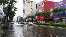 Bão số 5 gây lốc xoáy và mưa lớn nhiều nơi