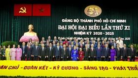 Các đồng chí lãnh đạo, nguyên lãnh đạo Đảng, Nhà nước và TPHCM cùng các đại biểu dự Đại hội Đảng bộ TPHCM. Ảnh: VIỆT DŨNG
