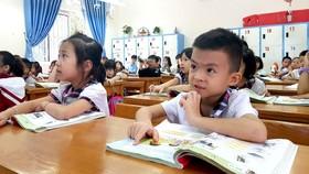 Học sinh Trường Tiểu học Kim Ngọc (TP Vĩnh Yên,  tỉnh Vĩnh Phúc) học SGK môn Tiếng Việt lớp 1  của bộ sách Cánh Diều.