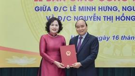 Thủ tướng Nguyễn Xuân Phúc trao Quyết định cho tân Thống đốc NHNN Nguyễn Thị Hồng