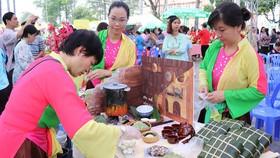 Tổ chức hội thi gói bánh chưng  chăm lo tết người lao động đã trở thành  nét đẹp của người dân TPHCM